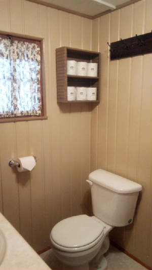 cabin_9_bathroom.jpg