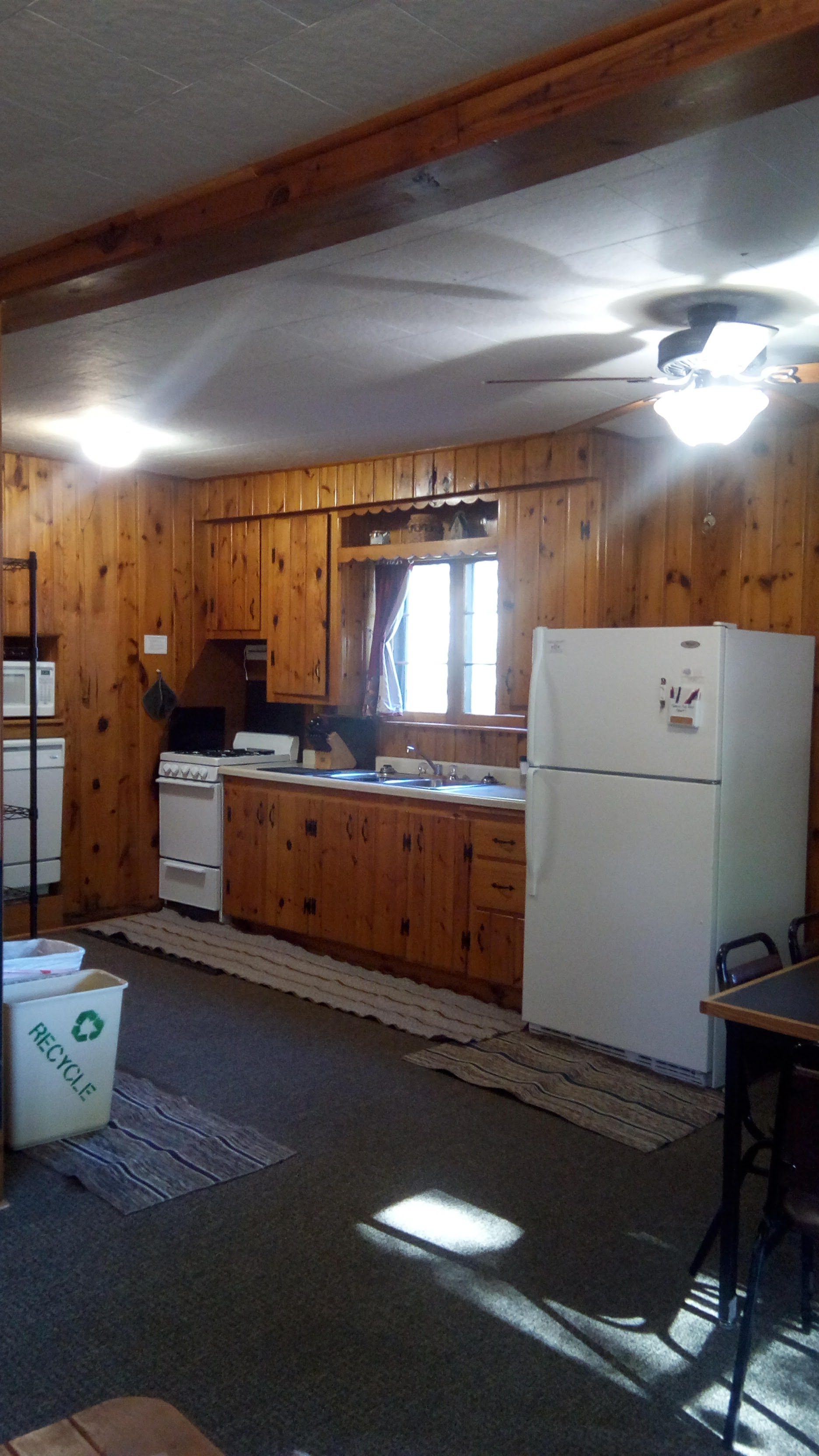 Cabin7_kitchen.jpg